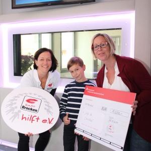 Radio Brocken hilft eV_Spendenuebergabe an Corinna Cyliax und Sohn Clemens_02